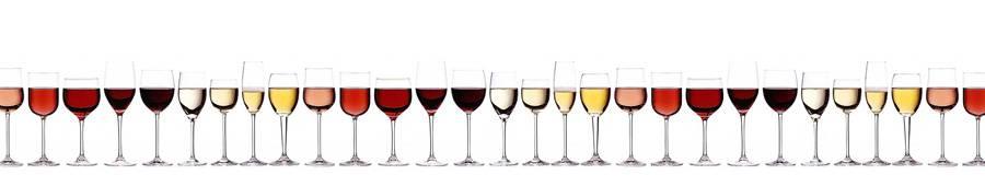 Скинали — Вино разных сортов, разлитое по бокалам, белый фон